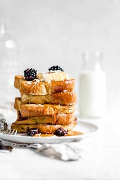 A custardy french toast made with a splash of bourbon and pure vanilla extract makes for the perfect weekend breakfast treat! Vanilla French Toast, French Toast Bake, French Toast Casserole, Bourbon, Brunch Recipes, Breakfast Recipes, Bakery Recipes, Açai Bowl, Broma Bakery