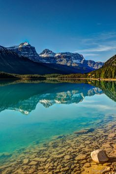 ✯ Scenic Waterfowl Lake on the Icefields Parkway - Banff National Park, Canada