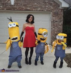 Myself (Scarlett overkill) and 3 kids ages 4 and They love minions! I dyed panty hose yellow and cut the crotch to create yellow sleeves for the kids to wear. Minion Halloween Costumes, Halloween Costume Contest, Halloween Diy, Costume Ideas, Minion Pumpkin, Minion Banana, Minions Despicable Me, My Minion, Happy Birthday Minions