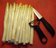 A spárga tisztítása, főzése Celery, Asparagus, Baking, Vegetables, Food, Studs, Patisserie, Bakken, Hoods