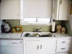 Removable Kitchen Backsplashes - which uses spray fabric starch to secure the fabric to the wall