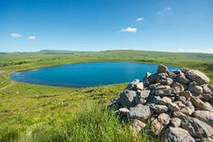 Le lac d'En-Haut, dans la réserve naturelle nationale des Sagnes de La Godivelle The Good Place, Hiking, Camping, Mountains, Explorer, Amazing Places, Travel, Adventure Travel, Vertigo