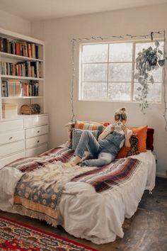 nice 44 Elegant Boho Bedroom Decor Ideas For Small Apartment https://about-ruth.com/2018/04/24/44-elegant-boho-bedroom-decor-ideas-small-apartment/