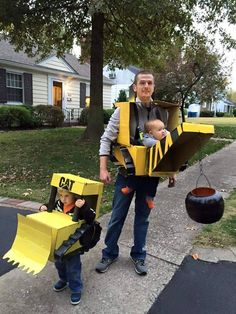 Babywearing Halloween costume / Construction equipement / Bulldozer / wrecking ball