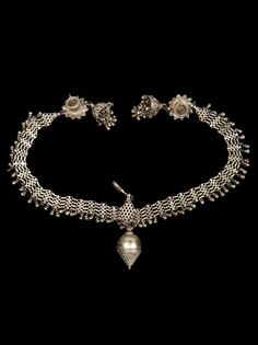 India - Rajasthan, Udaipur | Headdress with two 'jaila' temple chains to frame the face; silver.  Bhil women.  // ©Quai Branly Museum. 71.1961.121.145