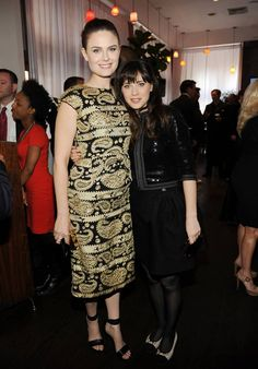SISTERS Emily Deschannel and Zooey Deschannel. Yes they're friken sisters, who would've thought? #bones #newgirl