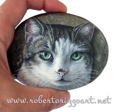 I just finished this small close-up cat portrait on a 4 inches sized flat rock for Adam! Searching for the perfect gift idea for a cat lover? Visit www.robertorizzoart.net/pet-portraits-commissions to find unique artworks to treasure for a lifetime! #cat #catportrait #rockpainting #art #fineart #robertorizzo #paintedstones #paintedrocks #paintedpebbles #etsy #petportrait #catportrait #handmade
