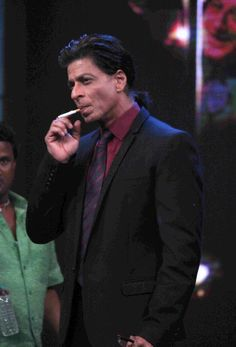 OMG this is the only man who looks sexy when smokes ^_~ SRK I love u Bollywood Stars, Anupam Kher, Joker Heath, Star Wars, Shahrukh Khan, King Of Hearts, Indian Movies, Love You More Than, Favorite Person