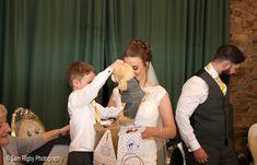 Build a Bear Build A Bear, Hotel Wedding, Couple Photos, Couples, Photography, Couple Shots, Photograph, Fotografie, Couple Photography