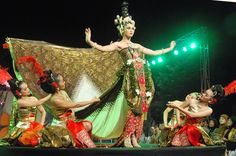 Google Image Result for http://www.therealvacations.com/wp-content/uploads/2011/12/jogja-dance1.jpg