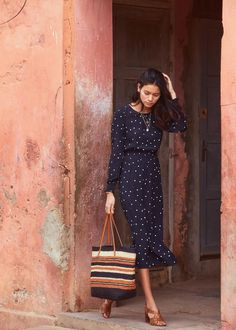 Woman Shoes pretty woman polka dot dress and shoes Mode Outfits, Fashion Outfits, Womens Fashion, Fashion Ideas, Work Fashion, Modest Fashion, Style Parisienne, Looks Chic, Mode Inspiration