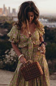 Look Hippie Chic, Looks Hippie, Bohemian Style, Bohemian Fashion, Hippie Bohemian, Fashion Moda, Look Fashion, 90s Fashion, Fashion Outfits