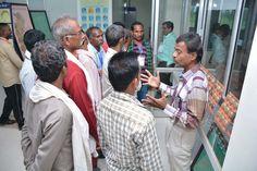 इंदिरा गाँधी कृषि विश्वविद्यालय में सूरजपुर जिले के पंच-सरपंचों ने धान की विविध किस्मों का विशाल संग्रह देखा. यहाँ टेक्नीकल असिस्टेंट श्री आर. के. राव ने उन्हें धान के सम्बन्ध में उत्पादन क्षेत्र, विशेषता की जानकारी दी. प्रतिनिधियों ने ग्रीन हाउस का अवलोकन किया और वहां उत्पादित फसलों के बारे में जाना-समझा. कृषि यंत्रों एवं खेती-किसानी में उपयोग आने वाली दवाओं के बारे में बताया गया.