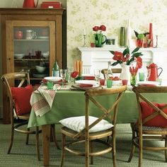 37 Magnificient Red And Green Interior Decor Ideas Home Decoration for Your InspirationsMagnificient Red And Green Interior Decor Ideas 3537 Magnificient Red And Green Interior Decor Ideas Living Room Green, Green Rooms, Living Room Interior, Green Christmas, Christmas Home, Christmas Kitchen, Casual Dining Rooms, Red Home Decor, Red Cottage