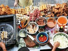 Bangkok grilled meat ~ Thai street food the best ever :) Thai Street Food, World Street Food, Best Street Food, Food Trucks, Asian Food Recipes, The Melting Pot, Chimichurri, Eat Smarter, Gourmet