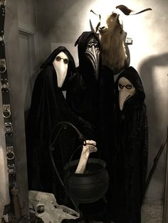 Mysterious Group of Plague Doctors - Haunted House Decor Halloween Home Decor, Halloween House, Best Group Halloween Costumes, Gothic, Vintage Mannequin, Plague Doctor, Lifeguard, Mystery, Vintage Outfits