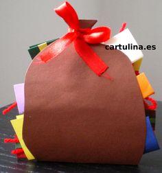 http://cartulina.es/tarjeta-navidad-carta-saco-de-papa-noel/ Tarjeta en forma de saco de San Nicolás
