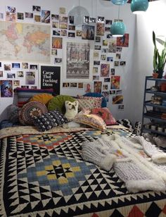 20 charming and cute dorm room decorating ideas 15