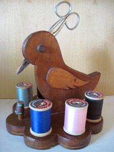VINTAGE WOOD DUCK BIRD SEWING THREAD CADDY HOLDER w/WOOD SPOOLS~SCISSORS~THIMBLE