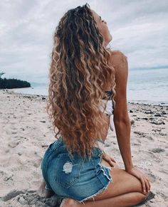 70 Most Gorgeous Natural Long Curly Hairstyles for Lady Girls - Page 32 of 67 - Diaror Diary 𝕴𝖋 𝖀 𝕷𝖎𝖐𝖊 𝕱𝖔𝖑𝖑𝖔𝖜 𝖀𝖘! Everythings about best natural long curly hairstyles for women collection! 𝓫𝓮𝓼𝓽 - September 07 2019 at Cute Curly Hairstyles, Straight Hairstyles, Gorgeous Hairstyles, Long Curly Haircuts, Beach Hairstyles For Long Hair, Perm Hairstyles, Summer Hairstyles, Natural Hair Styles, Short Hair Styles