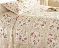 Crochet and patchwork bedspread - very pretty Crochet Bedspread, Crochet Fabric, Crochet Quilt, Crochet Squares, Crochet Home, Thread Crochet, Love Crochet, Crochet Crafts, Crochet Stitches