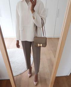 Elegant cream jacket. Constance 18 Beige De Weimar. Cream Jacket, Business Outfits, Office Fashion, Trousers, Pants, Fashion Addict, Autumn Fashion, Loafers, Beige