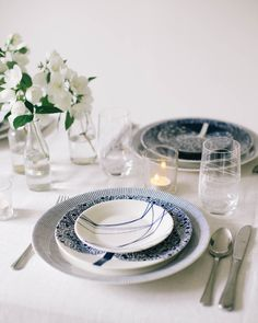 Combine prints for a unique and personal touch to your table setting this Christmas. Featured: Royal Doulton Fable and Royal Doulton Pacific tableware