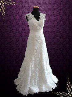 Ivory Vintage Style Lace Keyhole Back Wedding Dress with V Neck | Raynia