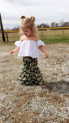Flower Child ☮️ My daughter in her patpat outfit 🌻 More from my site (notitle) Nevaeh – 1 Year Cute Baby Girl Outfits, Cute Outfits For Kids, Toddler Outfits, Toddler Girls, Girly Outfits, Baby Girl Fashion, Kids Fashion, Toddler Fashion, Baby Kids Clothes