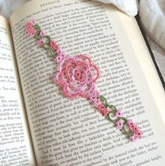 Beautimous bookmark! tatting