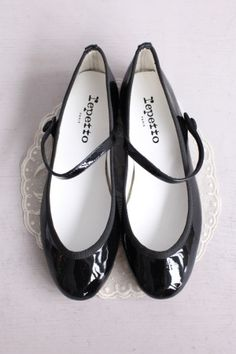 Ballerines repetto noires.