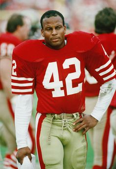 San Francisco - Ronnie Lott - Inducted to Pro Football Hall of Fame in 2000 - Played for 1981 to 1990 Football Memes, Nfl Football, American Football, Football Season, Nfl 49ers, 49ers Fans, 49ers Players, Football Players, Sf Forty Niners