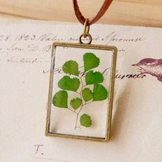 Een persoonlijke favoriet uit mijn Etsy shop https://www.etsy.com/listing/397801577/dried-leaf-necklace-green-leaf-real