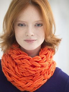 Don't know how to knit - try arm knitting! It's a great project to try this year. Cheer up your winter mood and arm knit a cowl in a bright color like this one made with Hometown USA. Arm Knitting, Knitting Patterns, Crochet Patterns, Easy Patterns, Knitting Scarves, Knitting Ideas, Crochet Ideas, Knit Cowl, Crochet Beanie