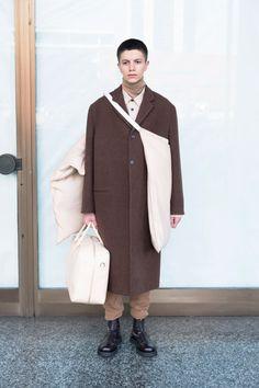 The complete Jil Sander Fall 2018 Menswear fashion show now on Vogue Runway. The complete Jil Sander Fall 2018 Menswear