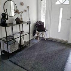 Elsa-matto musta @villanordland Rugs On Carpet, Wardrobe Rack, Ladder Decor, Elsa, Interior Design, Furniture, Stains, Home Decor, Paper