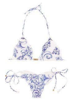 Brazilian bikini CERAMICA Getting excited for Summer. I really like the combination of blue & white. It looks like porcelain. Cute Swimsuits, Cute Bikinis, Santorini, Brazilian Bikini, Beach Attire, Beachwear, Swimwear, Summer Bikinis, Outfits