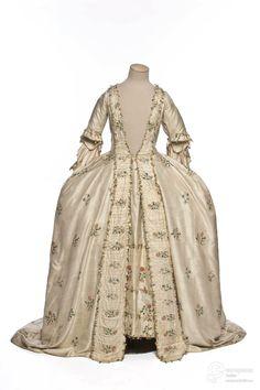 robe à la française Identifier 18367.AB Creation date 1760 Material silk Subject mantua, skirt Object Type mantua Les Arts Décoratifs, Paris