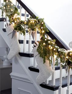 Dreaming of this gorgeous white christmas staircase🎄 Noel Christmas, Christmas 2017, Winter Christmas, Christmas Wreaths, Rustic Christmas, Christmas Staircase Garland, Elegant Christmas, Christmas Decor For Stairs, Xmas Stairs
