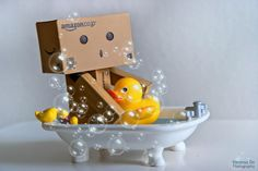 Singapore based photographer Anton Tang seems to have a terrific passion for the Danbo (cardboard box toy robot). Danbo, Miss Piggy, Art Origami, Cardboard Robot, Box Robot, Cute Box, Splish Splash, Little Boxes, Toys Photography