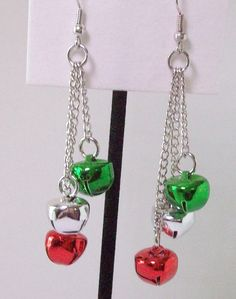 Jingle bell earrings, red, green and silver bells on chain, 3 different lengths of chain used, the longest Christmas Jewelry, Christmas Bells, Christmas Crafts, Christmas 2019, Diy Earrings Easy, Earrings Handmade, Jingle Bell, Jewelry Design Earrings, Beaded Jewelry