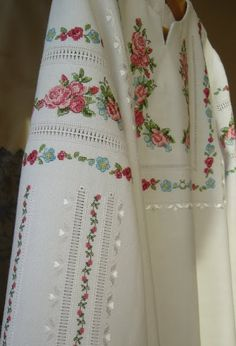А Embroidery On Clothes, Embroidery Fashion, Floral Embroidery Patterns, Hand Embroidery Designs, Embroidered Kurti, Frock Fashion, Tunic Designs, Stylish Dress Designs, Half Sleeve Dresses