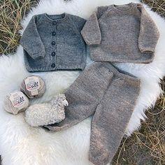 Strikkeopskrifter - stort udvalg af god opskrifter - se dem her Knitting For Kids, Baby Knitting Patterns, Hand Knitting, Cute Baby Clothes, Baby & Toddler Clothing, Crochet Baby, Knit Crochet, Baby Kids Wear, Baby Barn