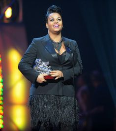 WHERE DID SHE GET IT? JILL SCOTT'S FEATHERED DRESS AT THE SOUL TRAIN AWARDS   STYLISH CURVES