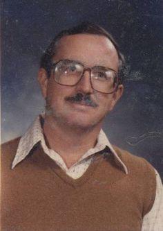Teacher Wears Same Yearbook Photo Outfit 40 Years In A Row / via derek