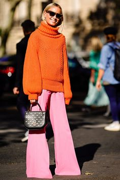 This Is the Most Fashion-Forward Way to Wear Millennial Pink ideas style Source by purewow fashion street style Holiday Fashion, Holiday Outfits, Autumn Winter Fashion, Holiday Style, Winter Holiday Clothes, Winter Style, Fall Fashion, Mode Outfits, Fashion Outfits