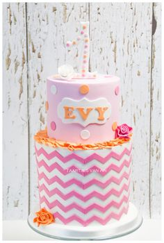 Cake by Taartjes Van An using our Chevron Silicone Onlay