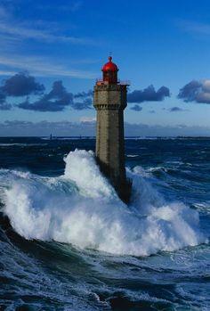 maya47000:  Tempête sur La Jument Finistere Bretagne