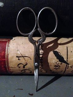 Vintage French sewing scissors xo--FleaingFrance Brocante Vintage Scissors, Sewing Scissors, Embroidery Scissors, Sewing Art, Sewing Tools, Sewing Hacks, Vintage Sewing Notions, Antique Sewing Machines, Scissors Design