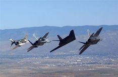 Photo's of military aviation Military Jets, Military Weapons, Military Aircraft, Fighter Aircraft, Fighter Jets, Stealth Aircraft, F4 Phantom, Flying Together, F22 Raptor